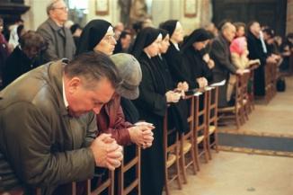 Resultado de imagem para leigos rezando