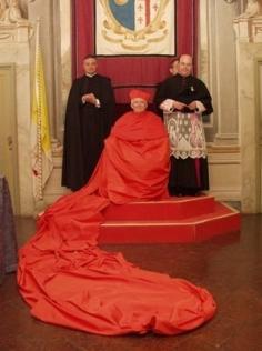 Cardeal Antonio Cañizares Llovera, com a Capa Magna.