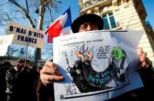 Judeus protestam em frente à nunciatura apostólica em Paris por ocasião do levantamento do decreto das excomunhões dos bispos da FSSPX