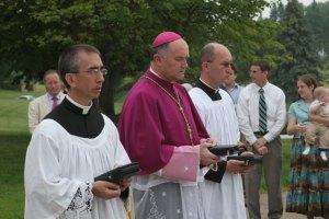 D. Fellay nas ordenações em Winona, EUA, no último dia 19, festa do Sagrado Coração de Jesus. A FSSPX conta agora com mais de 500 padres.