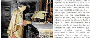 O sítio 'Sector Católico' mostra uma famosa fotografia de Santo Escrivá durante a celebração da Missa Antiga.