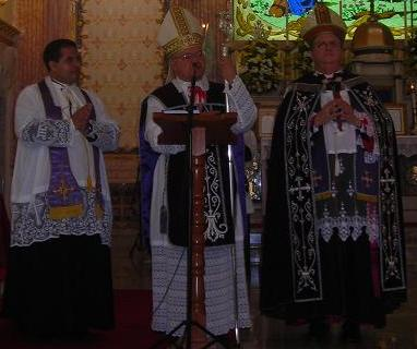 Da esquerda para a direita: Padre Claudiomar, Dom Fernando Guimarães e Dom Fernando Rifan.