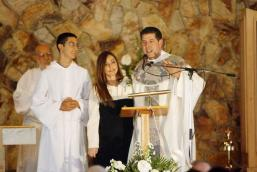 """Padre Alberto e sua companheira em sua """"ordenação"""" anglicana."""