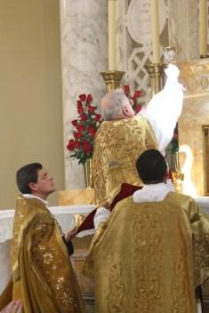 Solene Missa Pontifical na consagração da capela do seminário Nossa Senhora de Guadalupe, da Fraternidade São Pedro.