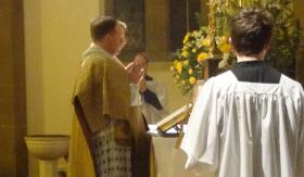 Missa antiga celebrada pela Fraternidade São Pedro.