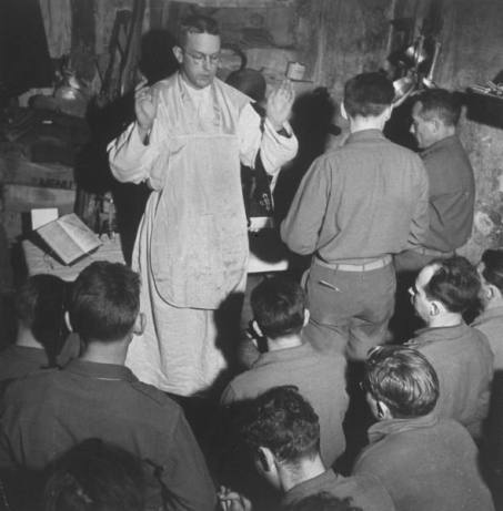 Loiano, Itália, abril de 1945 - Padre Leo J. Crowley