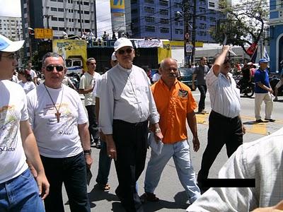 Cúria Recifense: Dom Fernando Saburido, acompanhado de vários clérigos, no grito dos excluídos de 2010.