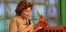Dezembro de 2008: Dilma Rousseff profere leitura das Sagradas Escrituras em missa na comunidade Canção Nova.
