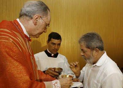 Lula, católico praticamente para Chalita, comungando por conta própria, sob as bençãos do aposentado Dom Hummes.