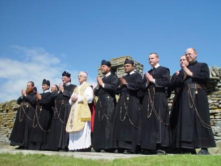 Os Redentoristas Transalpinos na foto ao lado do Bispo Peter Moran de Aberdeen (Foto: Irmão Martin)