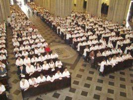 """Se os bispos fossem honestos, dariam ao """"extraordinário"""" da missa tridentina o mesmo significado que dão ao """"extraordinário"""" dos ministros da comunhão leigos: teríamos milhares de missas por diocese."""