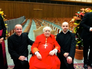 Cardeal Bartolucci e o superior geral do Instituto do Bom Pasteur, pe. Philippe Laguerie.