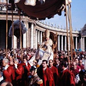 """João XXIII na """"sedia gestatória"""""""