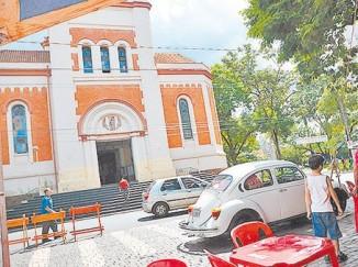 Fusca em praça de Ribeirão Preto. (Foto: Lucas Mamede/Gazeta de Ribeirão)