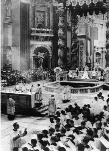 Missa no Rito Ambrosiano antigo dita na Basílica de São Pedro pelo então Cardeal Giovanni Battista Montini, arcebispo de Milão.