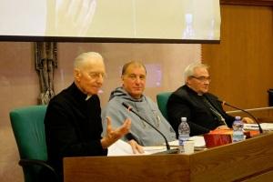 Mons. Brunero Gherardini no Congresso dos Franciscanos da Imaculada. Na mesma foto (à direita), Dom Luigi Negri, bispo de San Marino.