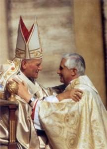João Paulo II e o então Cardeal Ratzinger.