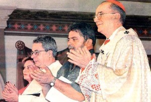 Da esquerda para a direita: frei Betto, Lula e Cardeal Hummes.