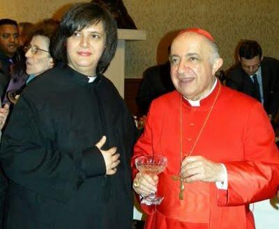 Sem a necessidade de comentar. Obviamente era, no passado, hospedada em uma igreja católica de Milão... por gentil concessão da Cúria Milanesa. (na foto com a