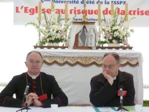 D. Bernard Fellay e e Pe. Lorans.