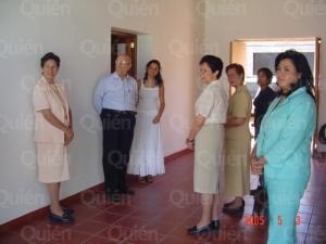 Consagradas do Regnum Christi ao lado de Pe. Maciel, uma de suas mulheres e sua filha.