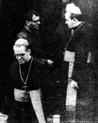 Ao fundo, o então Núncio Apostólico, Dom Carlos Furno; à frente (à esquerda na foto), Dom Carlos Navarro.