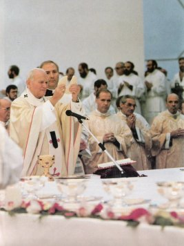 30 de dezembro de 1988: João Paulo II celebra com o Neocatecumenato.