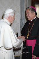 Arcebispo Villegas com Bento XVI.