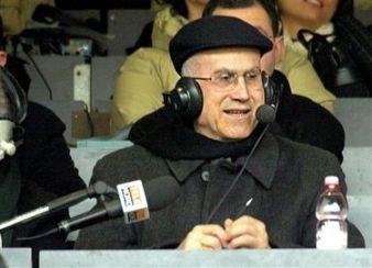 Bertone comenta partida de futebol para televisão italiana.