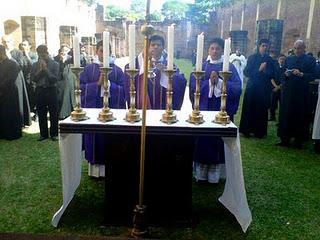Padres e seminaristas de Ciudad del Este visitando as ruínas das missões jesuítas no país.