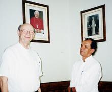 O (aposentado) grande liturgo de Uberaba, Dom Aloísio (esquerda), e Dom Paulo (direita): expoentes do ódio à Missa Tridentina no episcopado nacional.