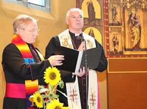 """O novo Prefeito do Santo Ofício em uma """"celebração ecumênica""""."""