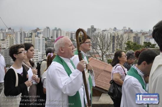 """Na mesmíssima """"caminhada"""", estava presente do Arcebispo de Florianópolis, Dom Dom Wilson Tadeu Jönck, SCJ..."""