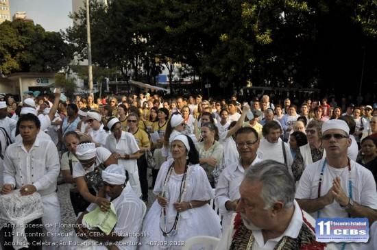 """""""Asperges me"""": Mães de Santo lançam água de cheiro na """"assembléia""""..."""