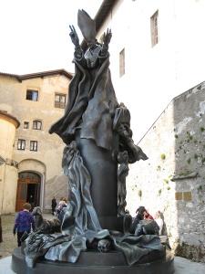 Monumento maçônico construído em homenagem a Paulo VI no Sacro Monte di Varese, na Lombardia, Itália.