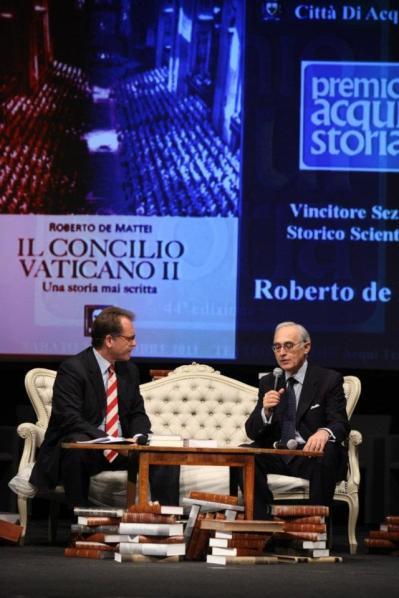 Por sua obra, De Mattei recebeu o prêmio 'Acqui Storia', o mais prestigioso reconhecimento da Europa dedicado à História.