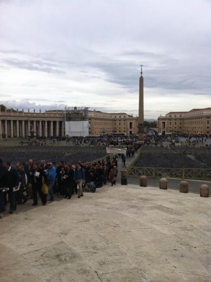 Procissão se aproxima da Basílica de São Pedro. Foto: The Remnant.