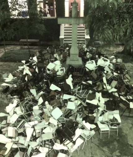 A reitoria da PUC invadida por seus alunos, insurgidos contra o Cardeal Dom Odilo Scherer. Um retrato da situação desoladora das universidades católicas.