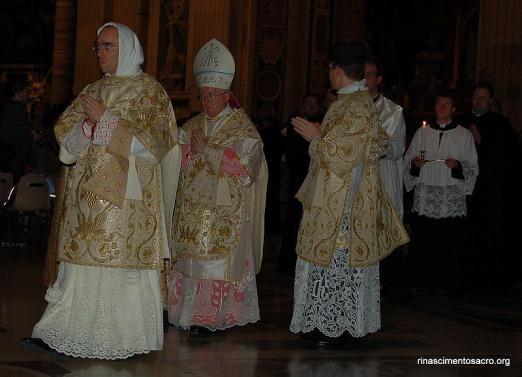Missa Pontifical celebrada na Basílica de São Pedro pelo Cardeal Cañizares.