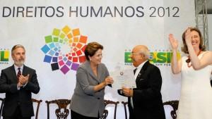 Dom Balduíno foi um dos homenageados por peritos em direitos humanos do governo federal, como Dilma Roussef, Eleonora Menicucci e Maria do Rosário, na 18ª edição do Prêmio Direitos Humanos de 2012.
