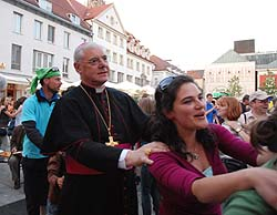 Dom Gerhard Müller: dançou.