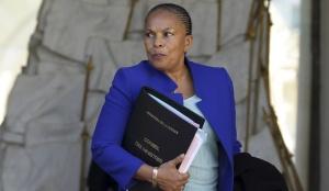 A Ministra da Justiça francesa, Christiane Taubira, idealizadora do projeto, veta o referendo.