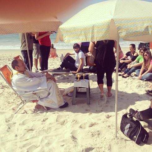 Rio de Janeiro: Mass on Copacabana Beach.  Picture Vinicius Farias.