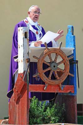 Papa em Lampedusa - Ambão inculturado