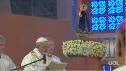 Francisco faz a consagração a Nossa Senhora.