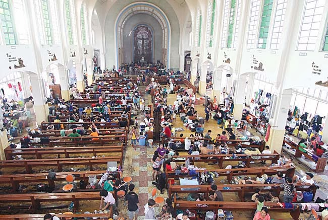 Refugiados em uma igreja, 10 de novembro. Manila Bulletin.Refugiados em uma igreja, 10 de novembro. Manila Bulletin.