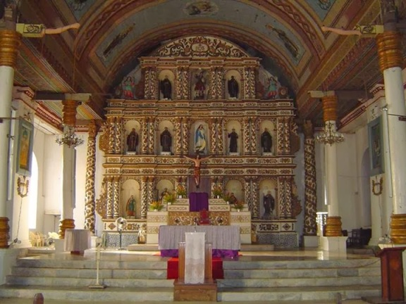 Igreja do século XVII em Guiuan - destruída em 8 de novembro.