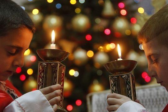 Amman, Jordânia, Natal de 2012: crianças rezam pela Paz.