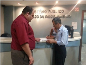 Rodolho Loreto e Hermes Rodrigues Nery no Ministério Público do Rio.