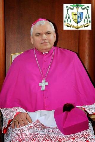 """Dom Jacek Pyl, bispo auxiliar católico de Odessa-Simferopol, Criméia - """"A igreja católica de Sebastopol havia sido transformada num teatro sob o comunismo e ia ser devolvida à Igreja, mas agora tudo o que foi feito nesse sentido ficou reduzido a nada"""". """"A fé, disse, nos permite ver tudo sob o prisma a Providência Divina; olhamos o futuro com esperança, e por isso sabemos que Deus está perto de nós nas dificuldades presentes"""", acrescentou o prelado."""